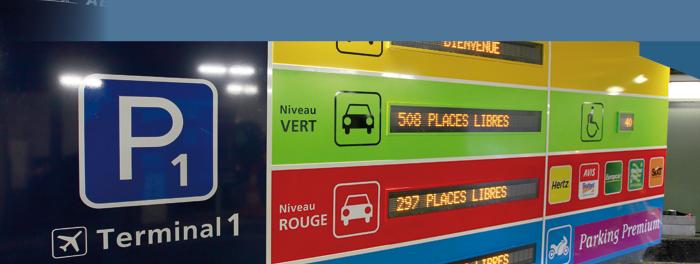 Totem avec afficheurs à leds dynamiques - Aéroport de Paris