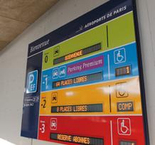 Totem afficheur dynamique Aéroports de Paris